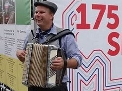 Accordeon player www.oudhollandsentertainment.nl