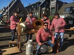 Hire a farmers band www.olddutchentertainment.nl
