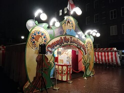 Vlooiencircus decor © www.oudhollandsentertainment.nl